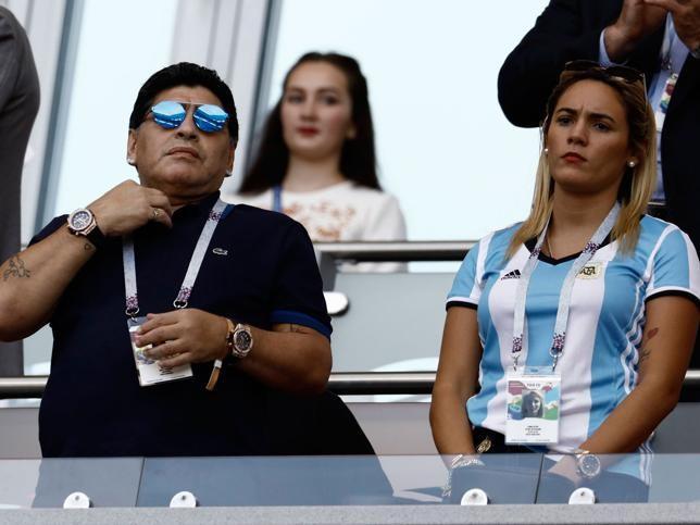Nhan sắc nóng bỏng của bóng hồng từng khiến Maradona điêu đứng ảnh 13