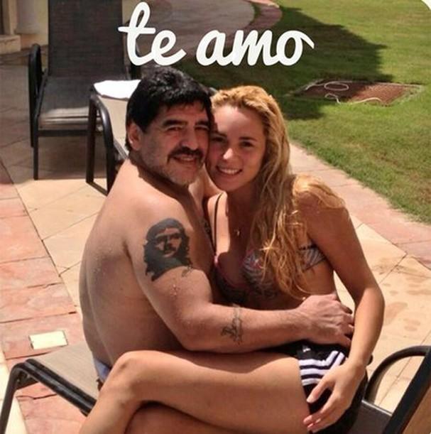 Nhan sắc nóng bỏng của bóng hồng từng khiến Maradona điêu đứng ảnh 1