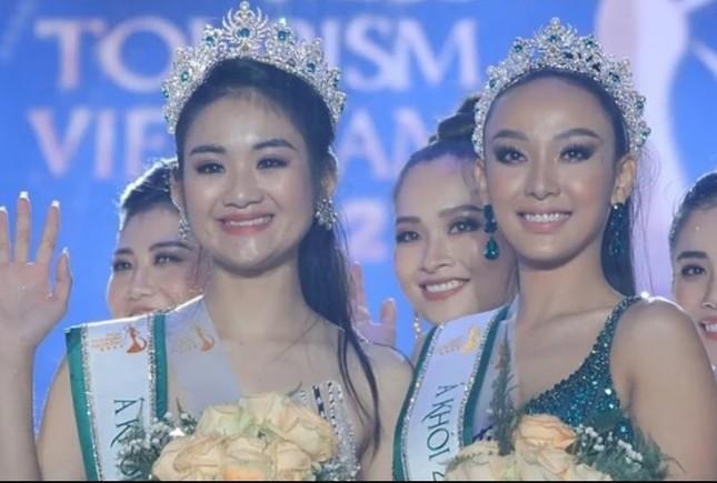 Showbiz 29/11: 'Bên trong khách sạn dát nhiều vàng nhất thế giới' ở Hà Nội lên báo Anh ảnh 6
