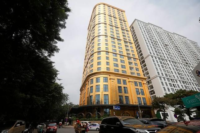 Showbiz 29/11: 'Bên trong khách sạn dát nhiều vàng nhất thế giới' ở Hà Nội lên báo Anh ảnh 1