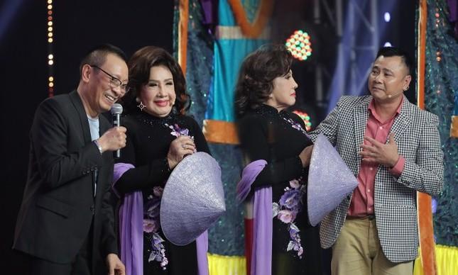 Showbiz 29/11: 'Bên trong khách sạn dát nhiều vàng nhất thế giới' ở Hà Nội lên báo Anh ảnh 4