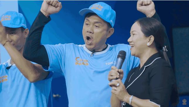 Khán giả rơi nước mắt xem video Chí Tài chạy mướt mồ hôi để giúp người nghèo ảnh 5