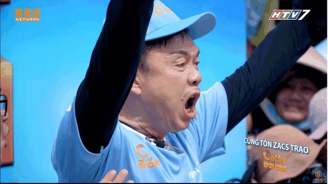 Khán giả rơi nước mắt xem video Chí Tài chạy mướt mồ hôi để giúp người nghèo ảnh 2