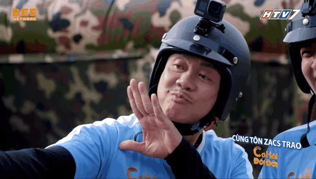 Khán giả rơi nước mắt xem video Chí Tài chạy mướt mồ hôi để giúp người nghèo ảnh 3