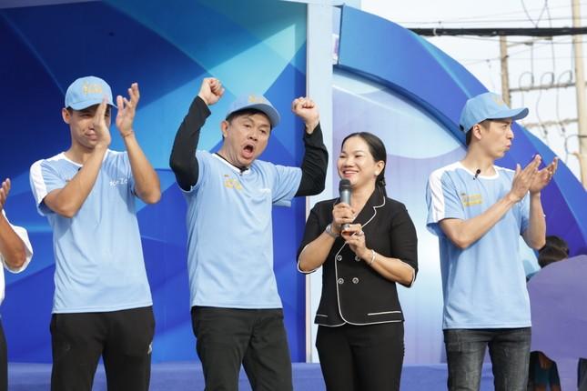 Việt Hương khóc nức nở trong show truyền hình khi nhắc đến cố nghệ sĩ Chí Tài ảnh 1