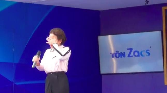 Việt Hương khóc nức nở trong show truyền hình khi nhắc đến cố nghệ sĩ Chí Tài ảnh 2