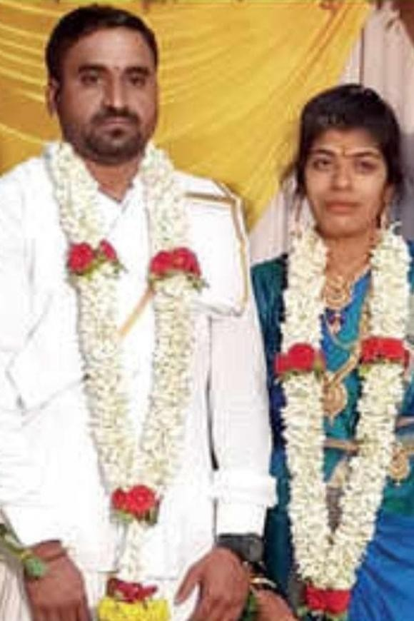 Dân mạng chỉ trích chú rể bỏ trốn trong đám cưới khiến cô dâu lấy luôn khách dự ảnh 1