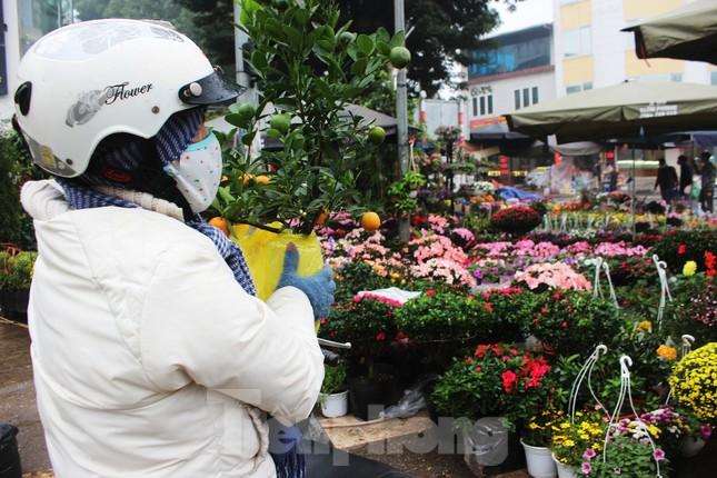 Chợ hoa dịp cận Tết và nỗi lòng người bán khi dịch COVID-19 bùng phát ảnh 13