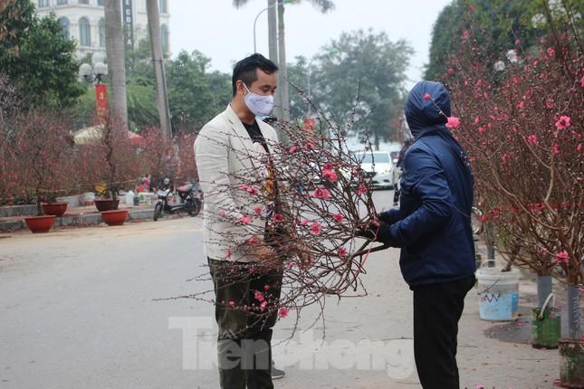 Chợ hoa dịp cận Tết và nỗi lòng người bán khi dịch COVID-19 bùng phát ảnh 17