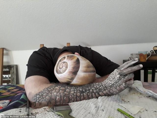 Ảnh khỏa thân biến thành động vật của nghệ sĩ body-painting gây sửng sốt ảnh 10