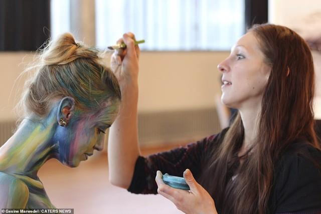 Ảnh khỏa thân biến thành động vật của nghệ sĩ body-painting gây sửng sốt ảnh 1