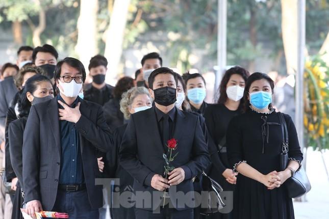 Nghệ sĩ đau buồn lặng đi trong lễ tang NSND Hoàng Dũng ảnh 10