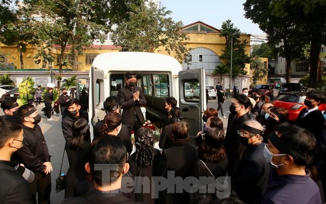 Nghệ sĩ đau buồn lặng đi trong lễ tang NSND Hoàng Dũng ảnh 17