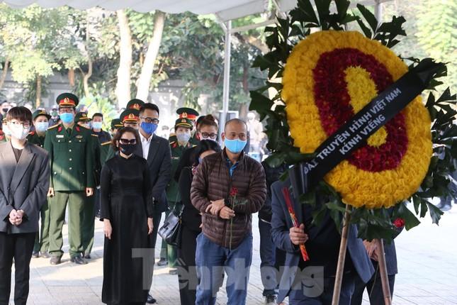 Nghệ sĩ đau buồn lặng đi trong lễ tang NSND Hoàng Dũng ảnh 6