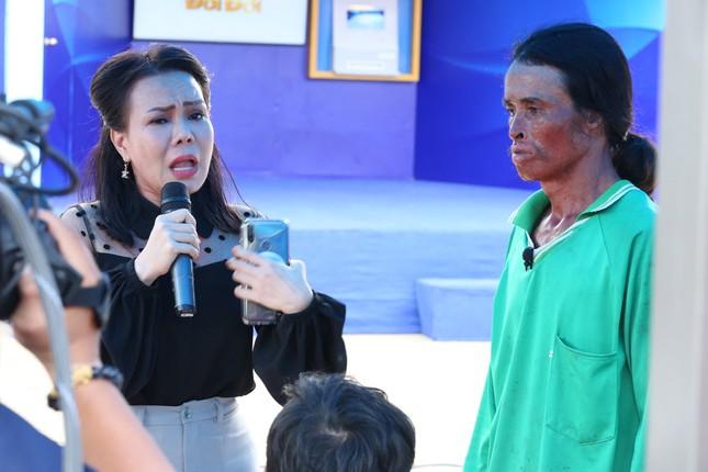 Việt Hương bật khóc khi chàng trai từng cố tự tử xin lỗi mẹ ruột ảnh 3