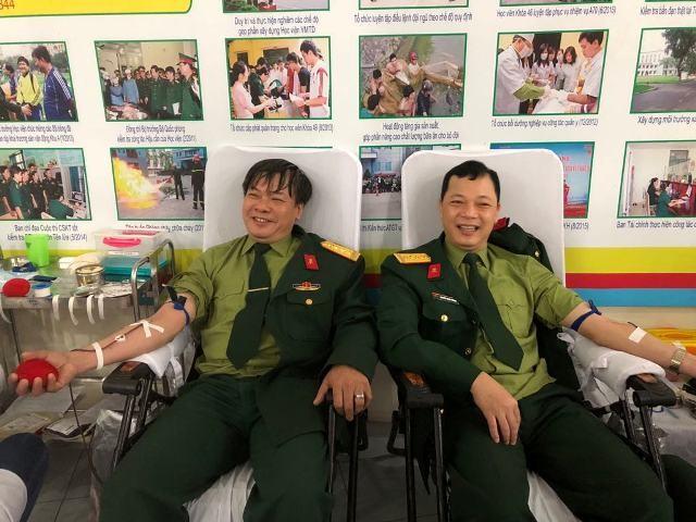 Gần 1.000 cán bộ, chiến sĩ áo lính hiến máu tình nguyện ảnh 5