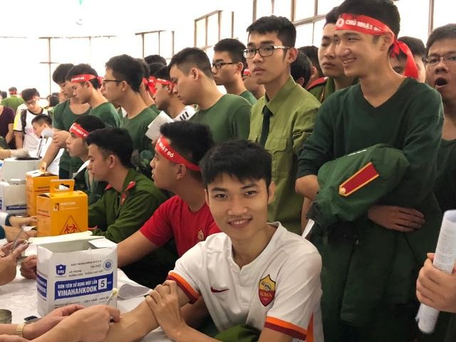 Gần 1.000 cán bộ, chiến sĩ áo lính hiến máu tình nguyện ảnh 8