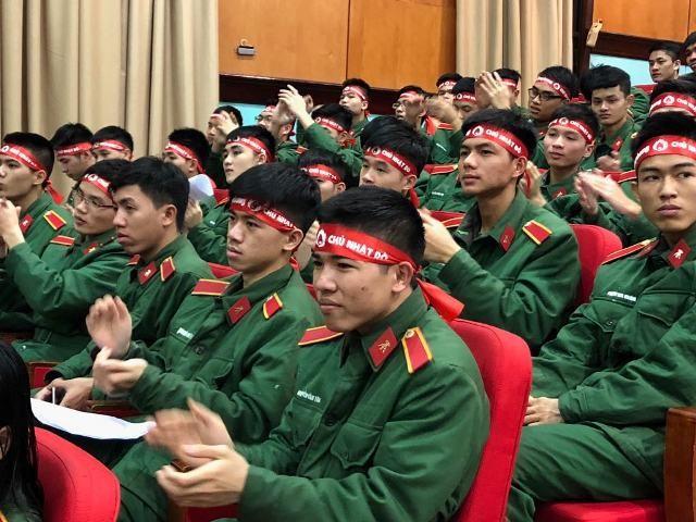 Gần 1.000 cán bộ, chiến sĩ áo lính hiến máu tình nguyện ảnh 9
