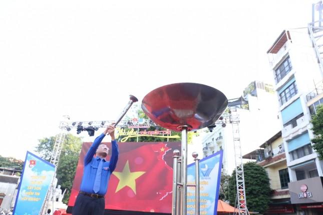 Ngọn lửa thiêng 'Tôi yêu Hà Nội' từ tượng đài cảm tử quân ảnh 1