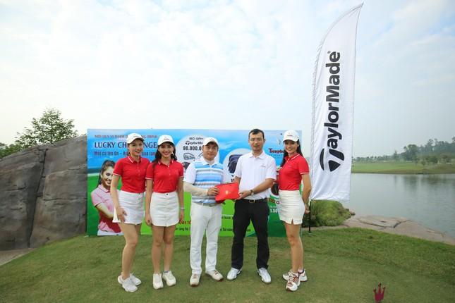 Các golfer phô diễn kỹ năng ở hố số 19 đặc biệt tại Tiền Phong Golf Championship ảnh 9