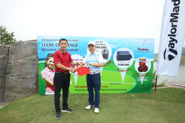 Các golfer phô diễn kỹ năng ở hố số 19 đặc biệt tại Tiền Phong Golf Championship ảnh 10