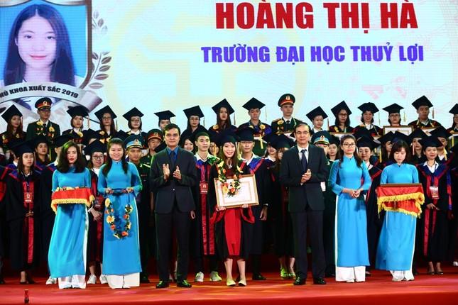 Vinh danh 86 thủ khoa xuất sắc tốt nghiệp năm 2019 ảnh 2