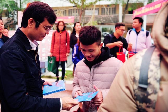 Sinh viên Thủ đô đi xe miễn phí về quê đón Tết ảnh 2