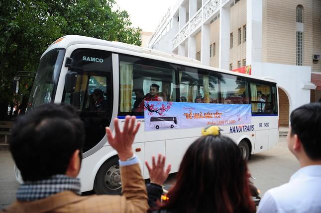 Sinh viên Thủ đô đi xe miễn phí về quê đón Tết ảnh 4
