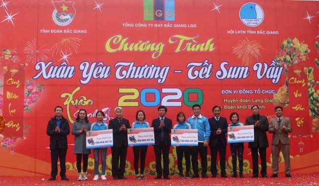 Bắc Giang: 'Xuân yêu thương - Tết sum vầy' cho hơn 2.000 thanh niên công nhân ảnh 1