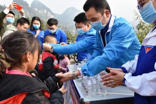 Thành Đoàn Hà Nội tặng gần 200 nghìn khẩu trang phòng dịch ảnh 2