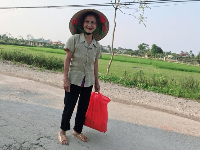 Cụ ông 89 tuổi mang gạo, rau và 20.000 đồng ủng hộ chống COVID-19 ở khu cách ly Hà Tĩnh ảnh 2