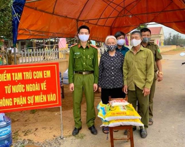 Cụ ông 89 tuổi mang gạo, rau và 20.000 đồng ủng hộ chống COVID-19 ở khu cách ly Hà Tĩnh ảnh 3