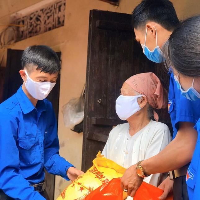 Tuổi trẻ Thủ đô tặng 10.000 quả trứng, trạm rửa tay cho người dân Hạ Lôi ảnh 3