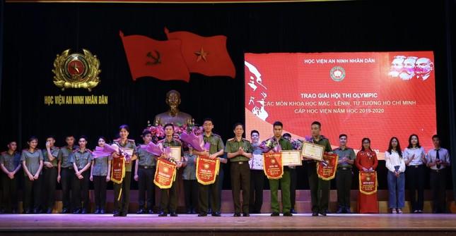 Hội thi về chủ nghĩa Mác-Lênin, tư tưởng Hồ Chí Minh của chiến sĩ công an ảnh 2