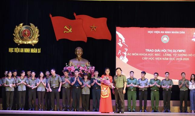 Hội thi về chủ nghĩa Mác-Lênin, tư tưởng Hồ Chí Minh của chiến sĩ công an ảnh 1