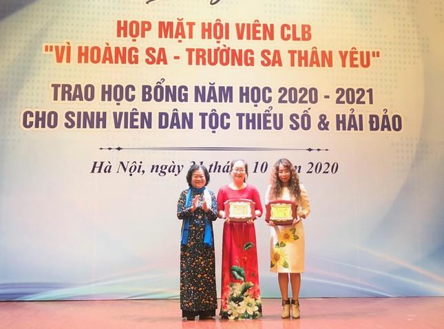 Con trai Đại tá Hoàng Mai Vui hy sinh tại Rào Trăng 3 nhận học bổng Vừ A Dính ảnh 1