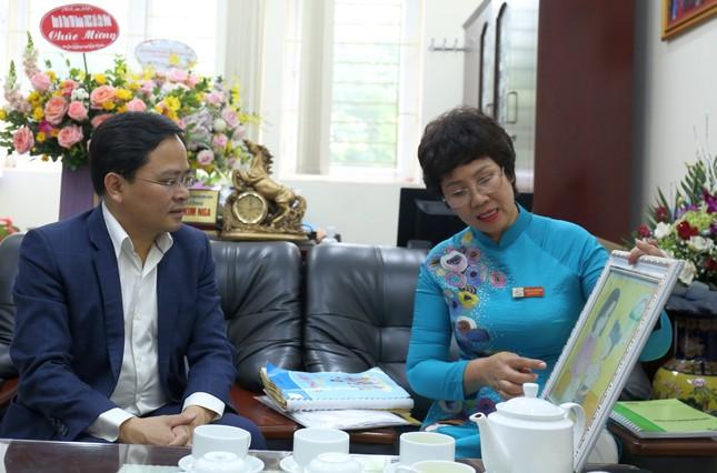 Bí thư thứ nhất T.Ư Đoàn chúc mừng Ngày Nhà giáo Việt Nam ảnh 1