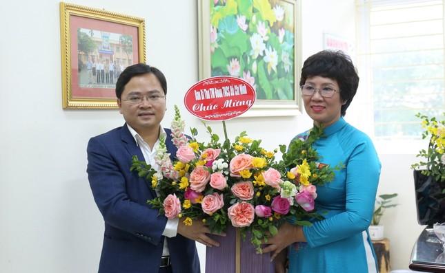 Bí thư thứ nhất T.Ư Đoàn chúc mừng Ngày Nhà giáo Việt Nam ảnh 2
