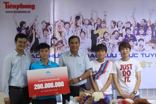 Quỹ Hỗ trợ Tài năng trẻ Việt Nam tặng thưởng đội tuyển bóng nữ Việt Nam ảnh 1