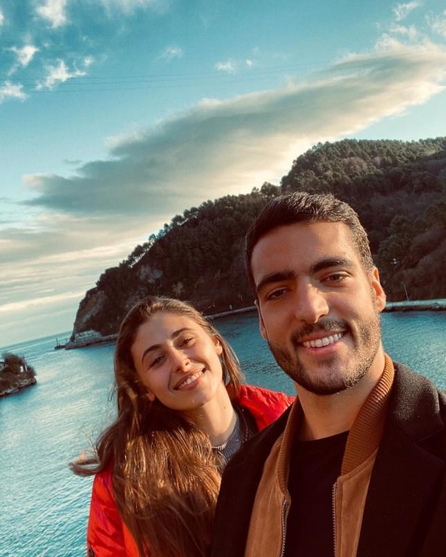Ngôi sao Tây Ban Nha 'dùng' bạn gái nóng bỏng để tập... thể lực ảnh 3