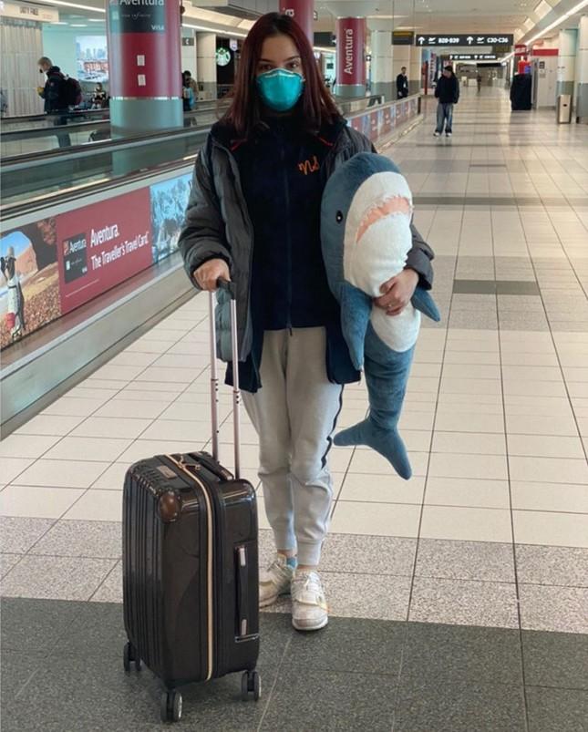 Nữ thần trượt băng Nga bị chỉ trích vì 'đi linh tinh' giữa mùa dịch ảnh 1