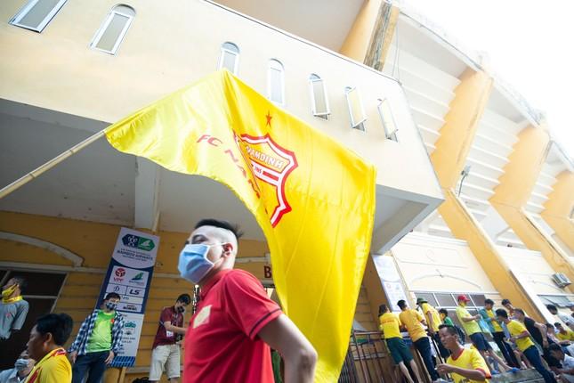 CĐV Nam Định hào hứng với trận đấu 'đông nhất thế giới' ảnh 2