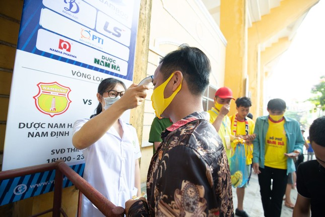 CĐV Nam Định hào hứng với trận đấu 'đông nhất thế giới' ảnh 4