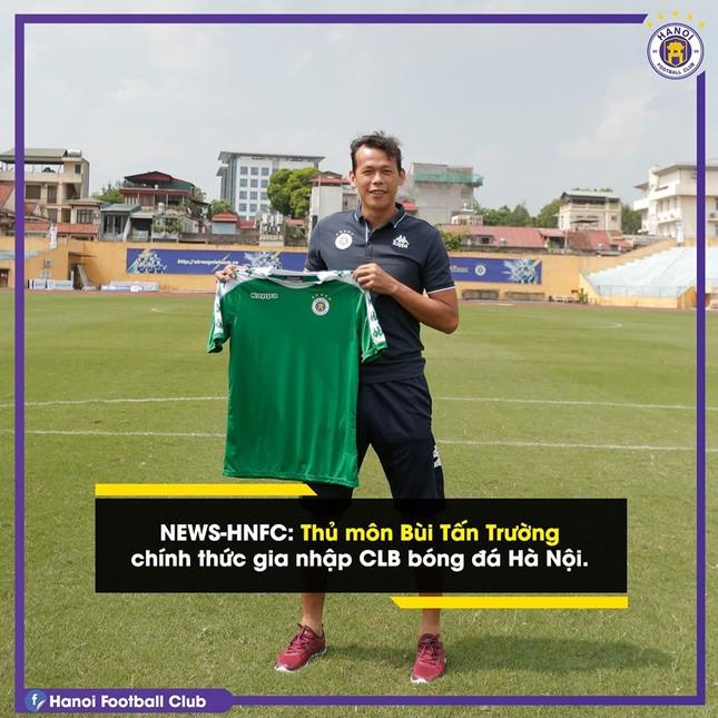 Hà Nội FC bất ngờ chiêu mộ thủ môn Tấn Trường ảnh 1