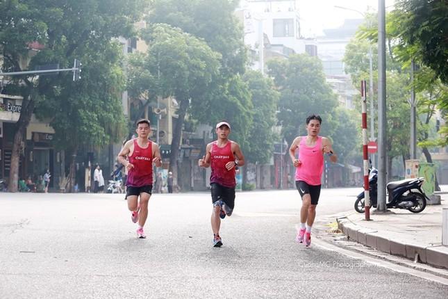 Các chân chạy Hà thành rầm rộ tổng duyệt cho Tiền Phong Marathon 2020 ảnh 18