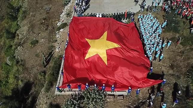Chuyện về lá cờ 250m2 ảnh 2