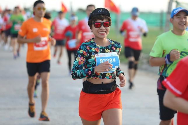 Những bóng hồng rạng rỡ trên đường chạy Tiền Phong Marathon 2020 ảnh 8