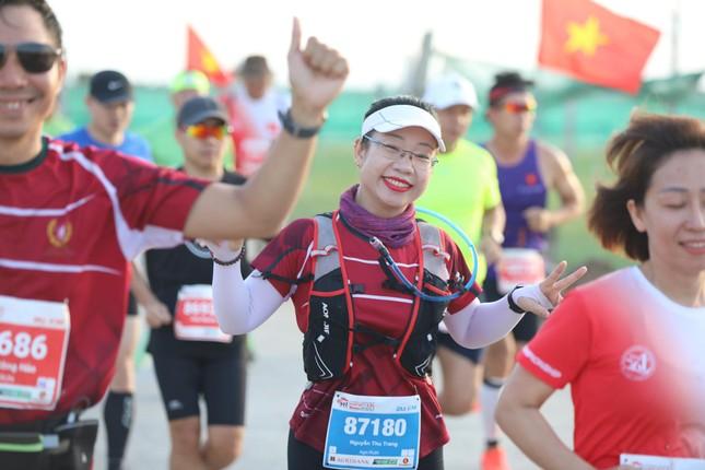 Những bóng hồng rạng rỡ trên đường chạy Tiền Phong Marathon 2020 ảnh 9