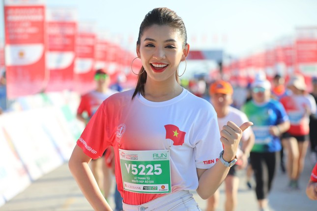 Hoa hậu Tiểu Vy và dàn người đẹp tiếp lửa cho Tiền Phong Marathon ảnh 9