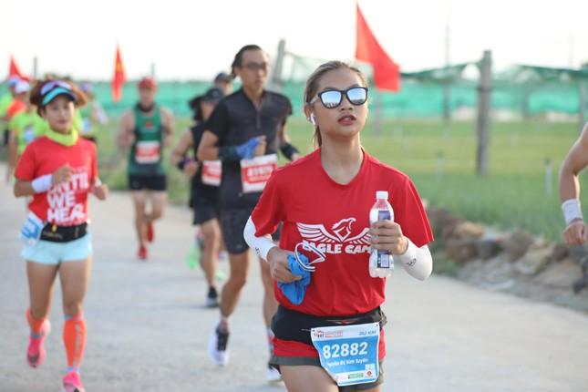 Những bóng hồng rạng rỡ trên đường chạy Tiền Phong Marathon 2020 ảnh 11